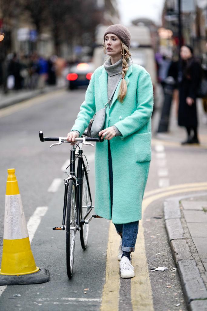 ミントグリーンのコートで冬の装いを一変させて