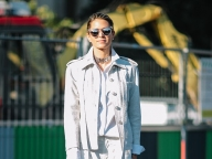 白いジャケットでつくるハンサムスタイル