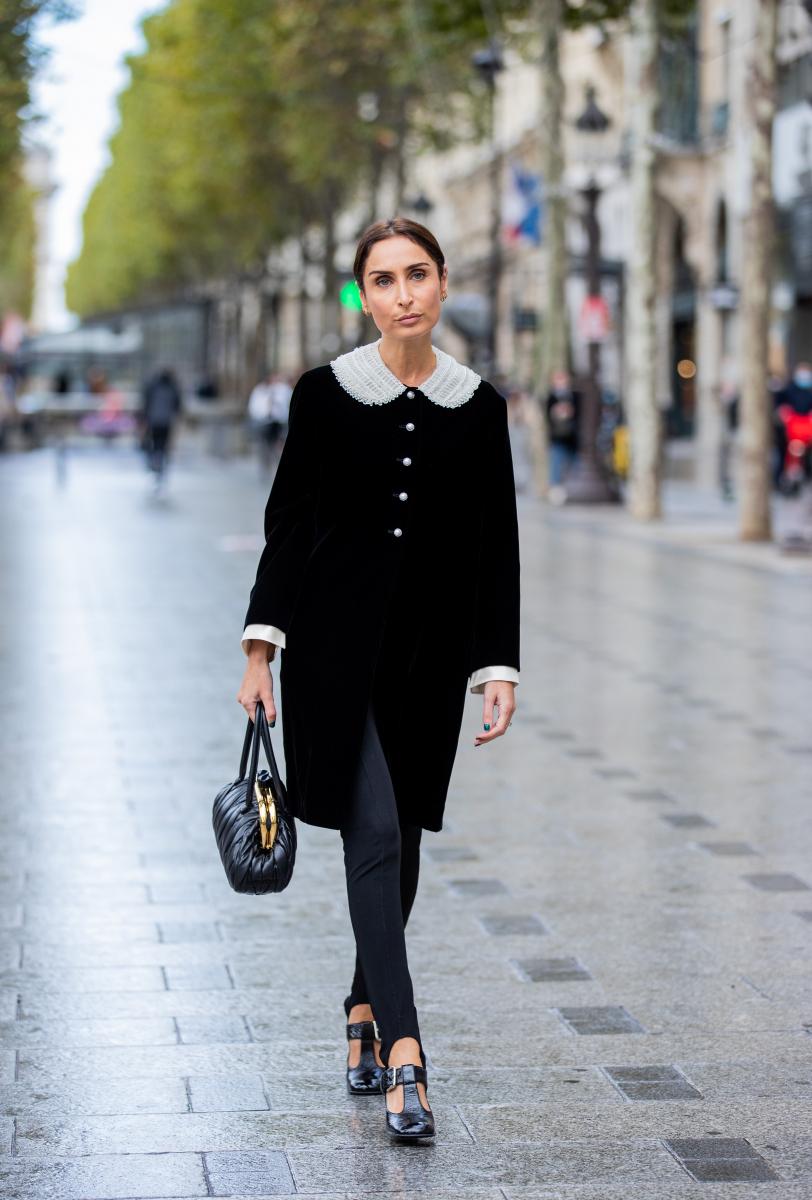 可愛いビッグ襟はオールブラックファッションに取り入れて