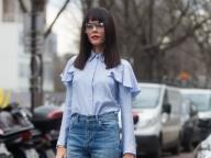 フリルシャツとメガネの、意表を突くミックス