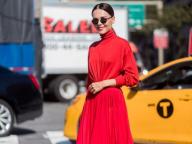 真紅のドレスに合わせて、リップまで赤をチョイス