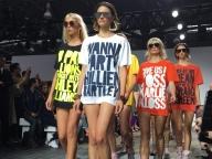 一世を風靡したメッセージTシャツが10周年