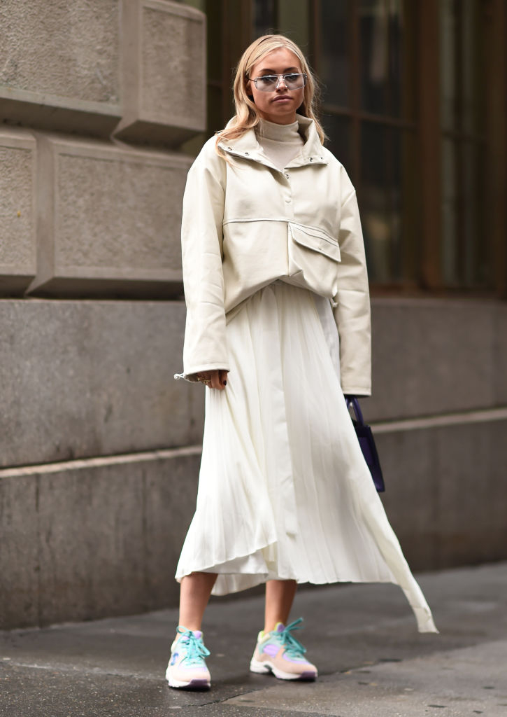 スポーティな雰囲気の漂うオールホワイトスタイル