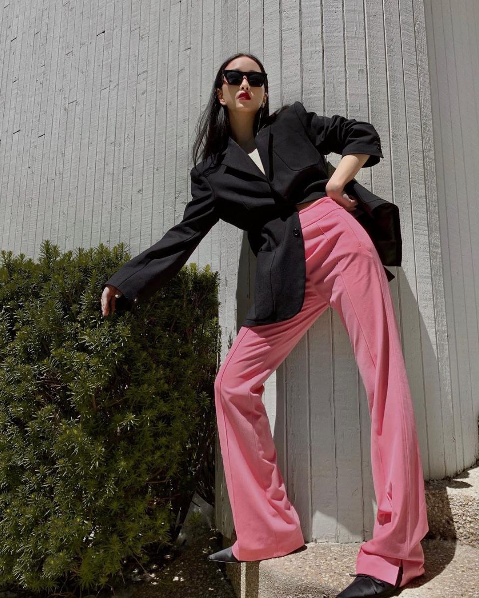 鮮烈なブラック×ピンクのカラーリング