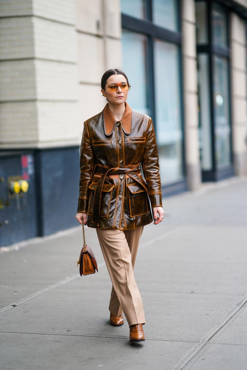 レトロシックな茶色いレザージャケット