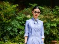 マキシ丈が新鮮なシャツドレスに、小物でモード感をプラス