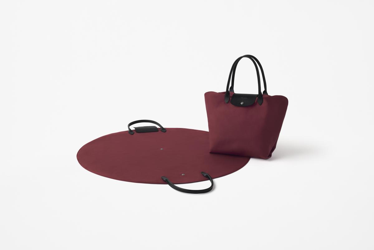 風呂敷をインスピレーション源にした「サークル」。持ち運ぶ物に合わせ柔軟に形を変えられる