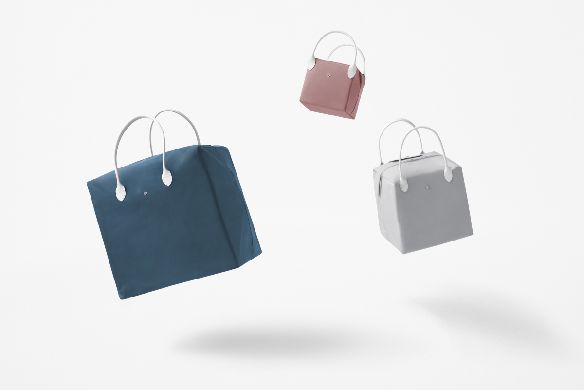 立方体のバッグ「キューブ」はS・M・Lの3サイズ展開