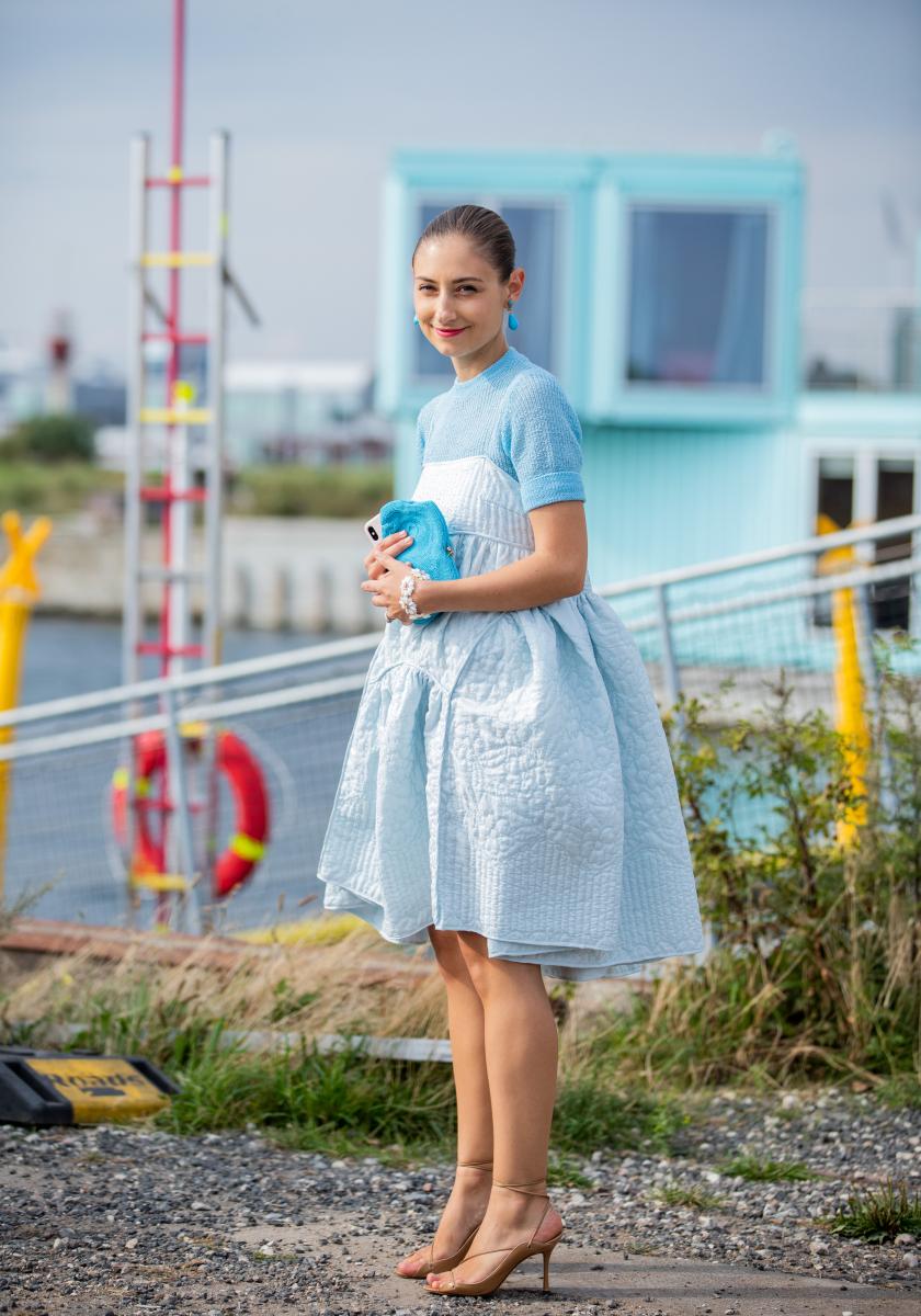 甘さたっぷりのパステルブルーのドレス