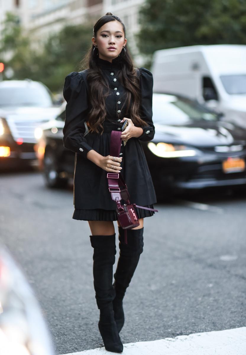 甘いドレスを黒で引き締めて