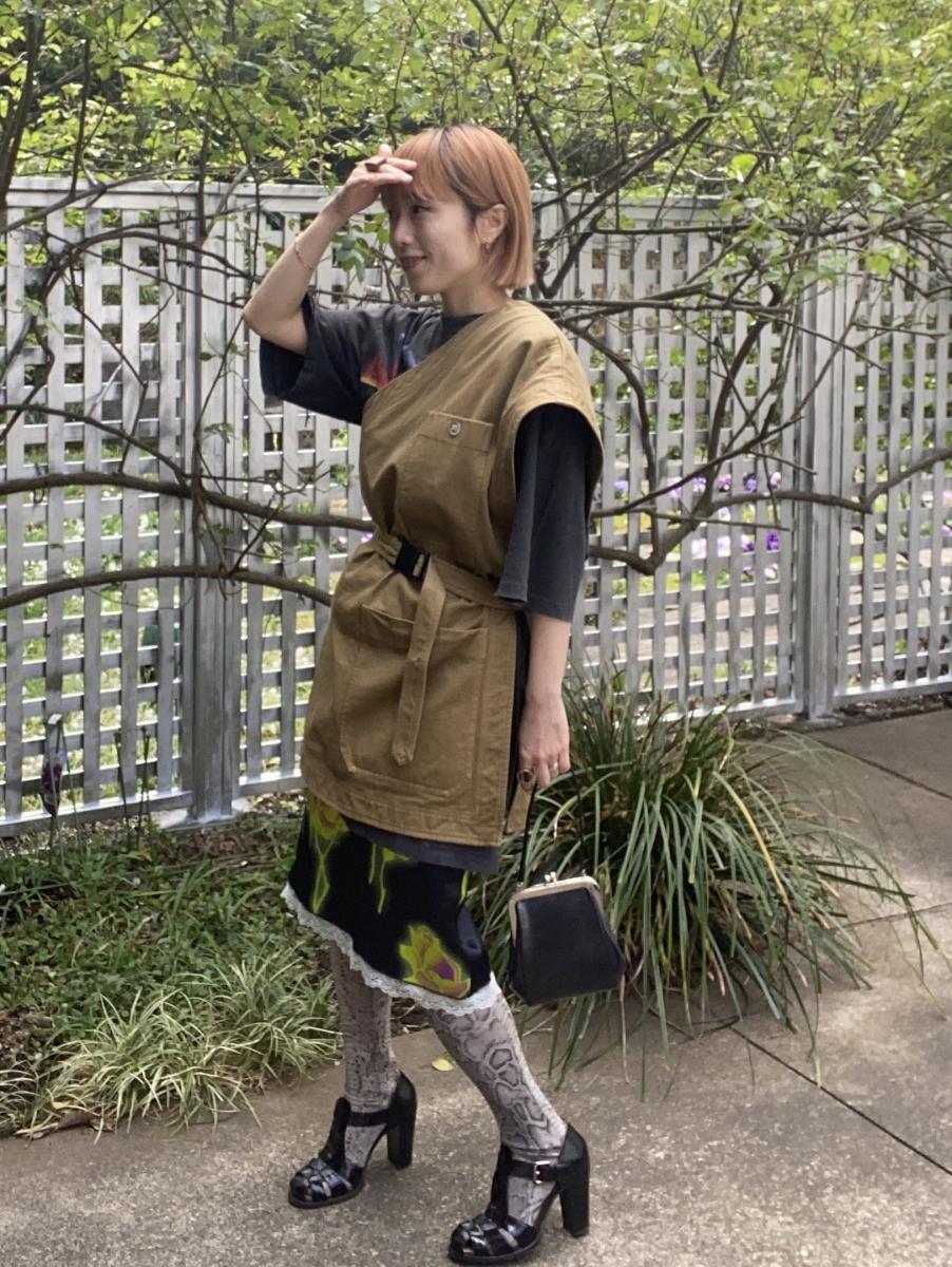 ドリス出身デザイナーによる、エキセントリックな柄スカート