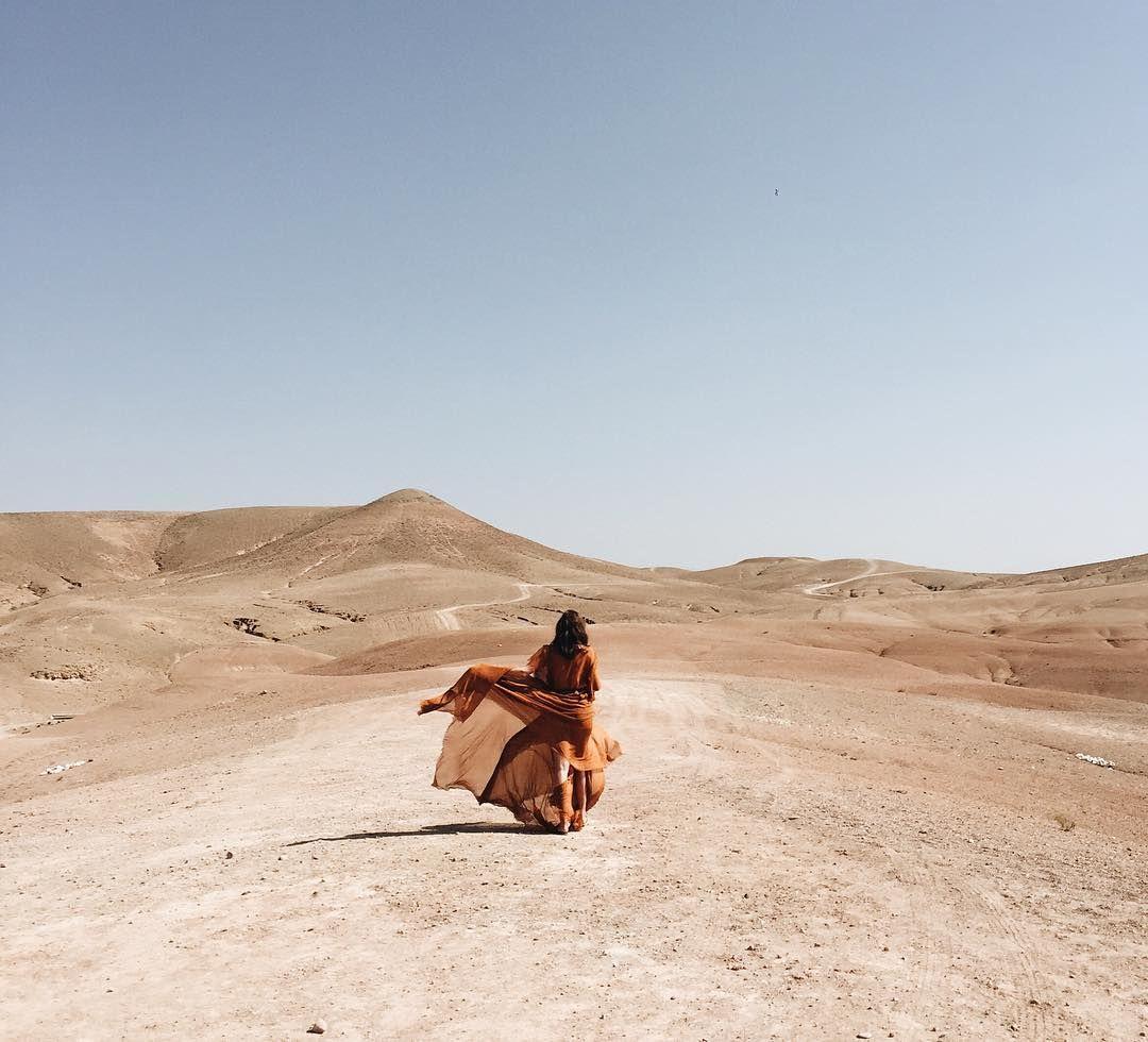 ロマンティックなドレスで砂漠の女王を気どって