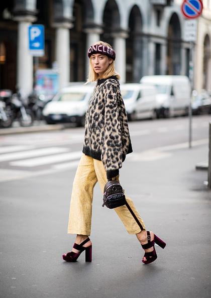 ストリートミックスでレオパード柄ニットを着る