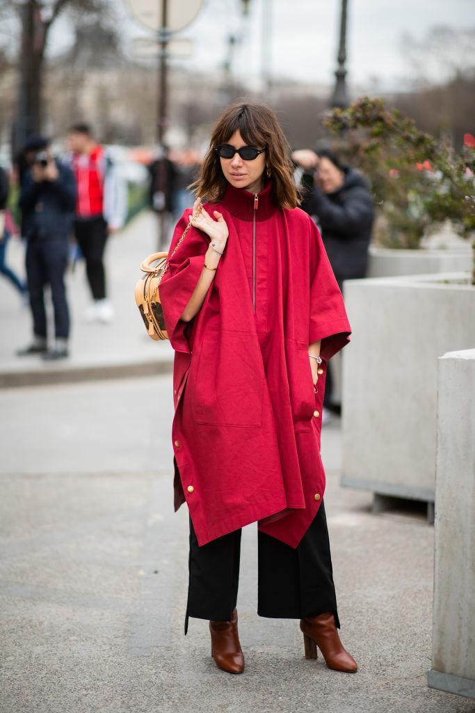 真紅のスモックドレスとパンツのレイヤード