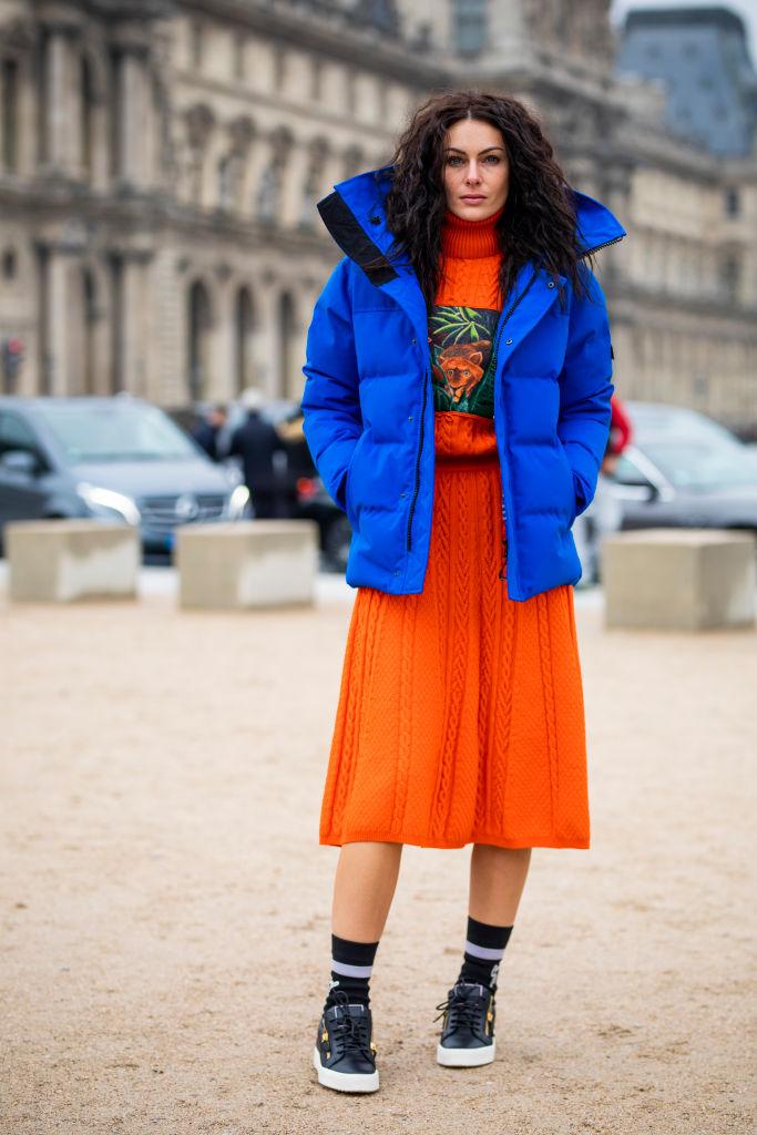鮮やかなブルー×オレンジの配色に視線集中!