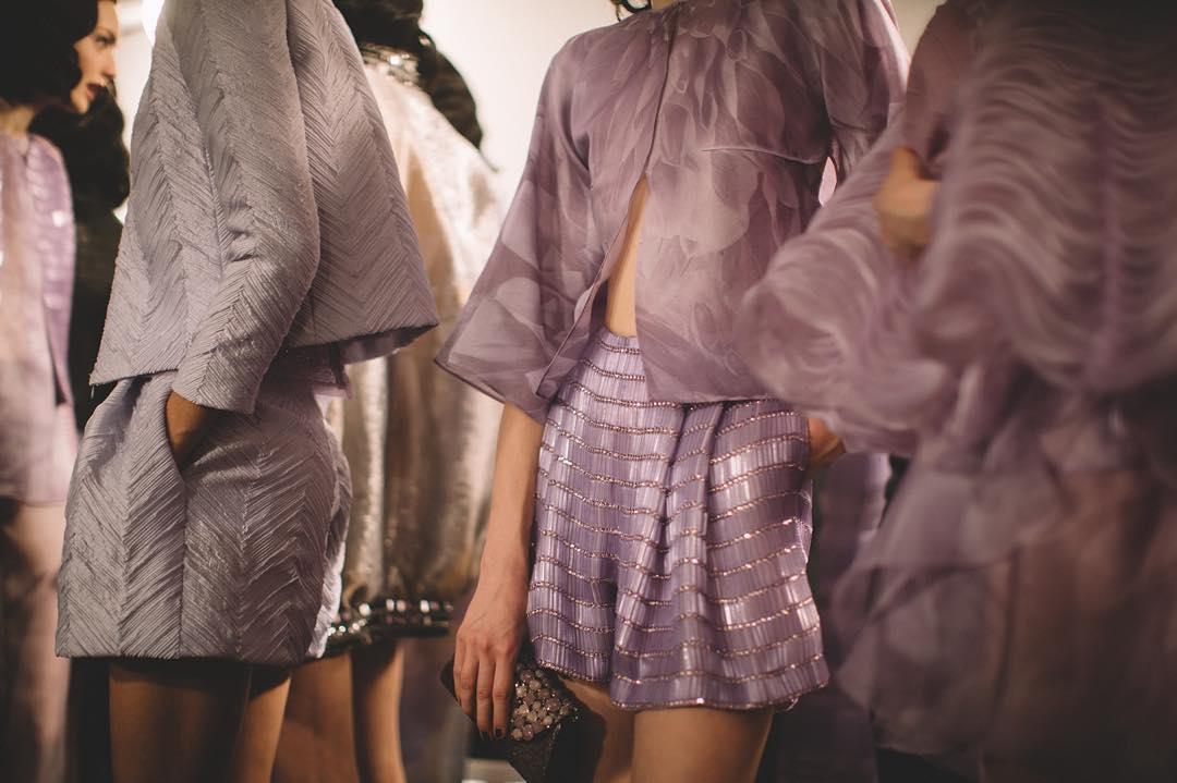 133e8dc6e2f55 アルマーニのドレスを着て、リュクスな蝶々のように - ファッション特集 ...