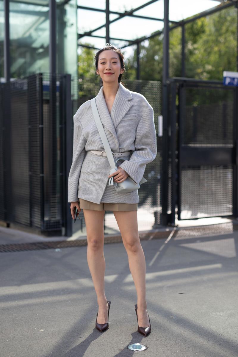 柔らかい質感のジャケットでフェミニンに