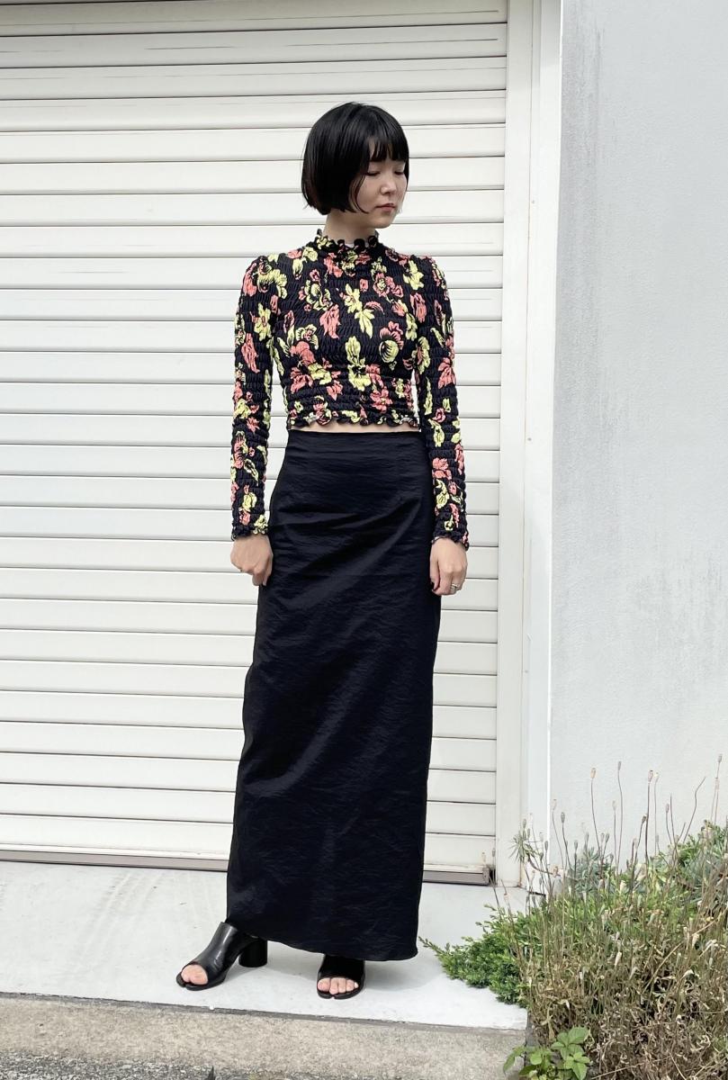 ミニマルなスカートで作るIラインシルエット