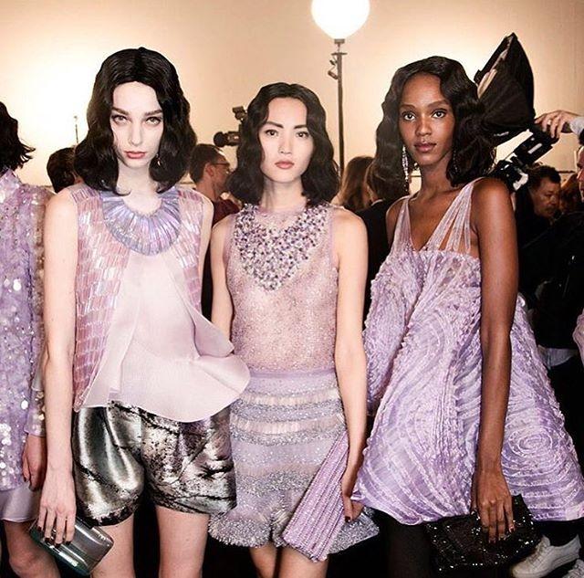 36fbea12169f7 アルマーニのドレスを着て、リュクスな蝶々のように - ファッション特集 ...