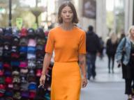 オール・オレンジのミニマルなスタイリング