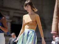 フェミニニティが薫るストライプ柄スカート