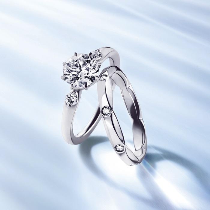 (左)「####」エンゲージメントリング〈Pt、センターダイヤモンド#.#ct~〉¥##,###~、(右)マリッジリング〈Pt、ダイヤモンド〉¥##,###