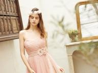 大人花嫁が選びたい、繊細なベビーピンクの一着
