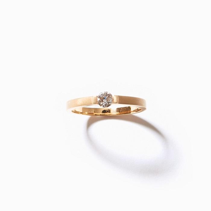 「サフィード」ワイドバンド エンゲージメントリング〈K18+YGP**、ラボグロウンダイヤモンド0.25ct〉¥154,000 *YGのメッキ加工