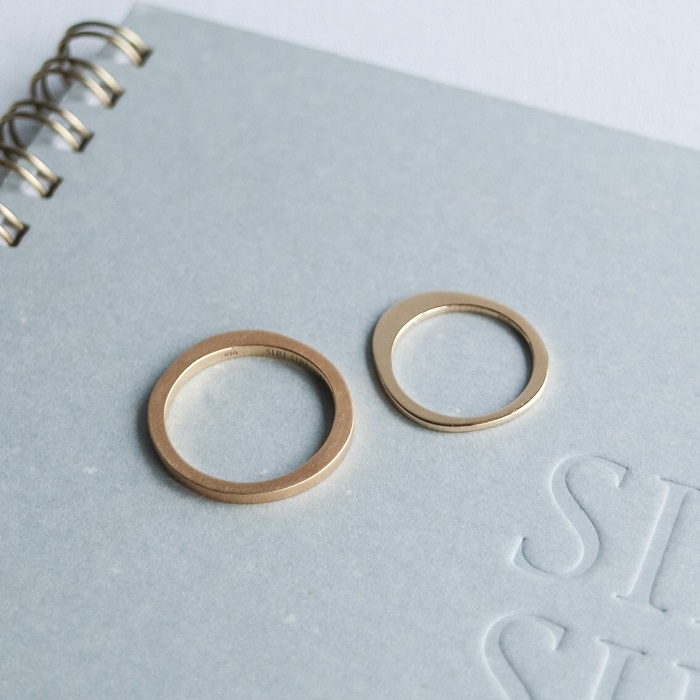 ふたりで描いた円がリングになる、アートな結婚指輪【SIRI SIRI】