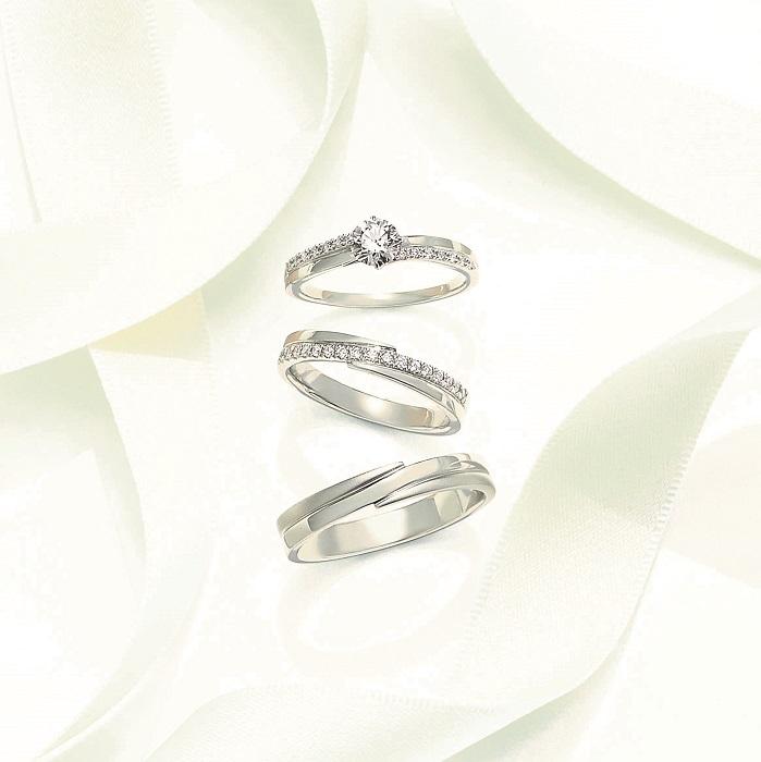 <上から>エンゲージメントリング¥266,000~(Pt×ダイヤモンド0.2ct~)、マリッジリング¥120,000(Pt×ダイヤモンド)、マリッジリング¥200,000(Pt)