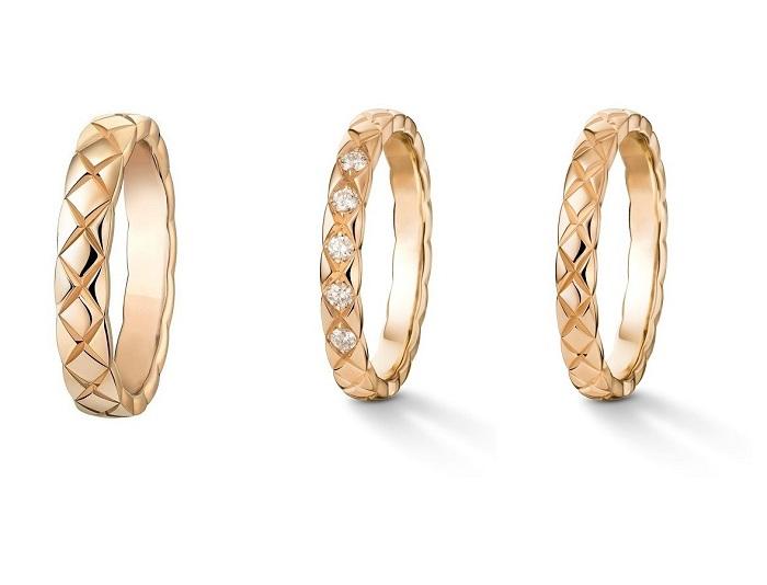 「ココ クラッシュ」マリッジリング(左から)〈ベージュゴールド〉¥210,000(幅3.5mm)、〈ベージュゴールド、ダイヤモンド〉¥209,000(2.8mm)、〈ベージュゴールド〉¥139,000(2.8mm)