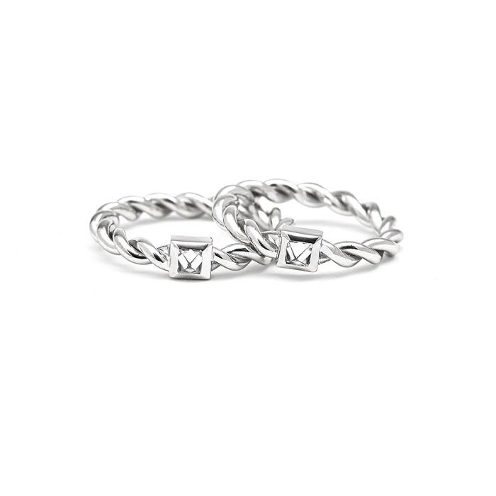 一粒のダイヤモンドを共有する革新的ペアジュエリー【HELICAL CHORD】