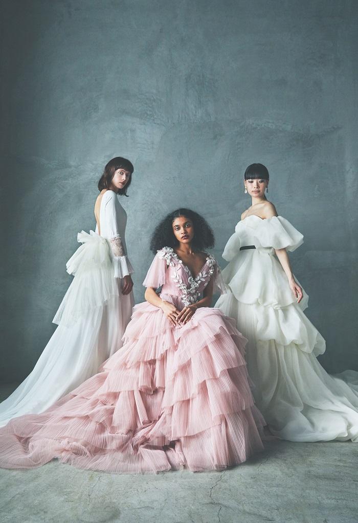 (左から)ドレス¥286,000(レンタル価格)、ドレス¥385,000(レンタル価格)、ドレス¥308,000(レンタル価格)