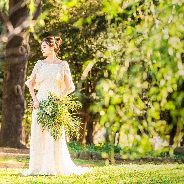 自然ロケーションにも優しく馴染む「マリア エ マリエ」のドレス。