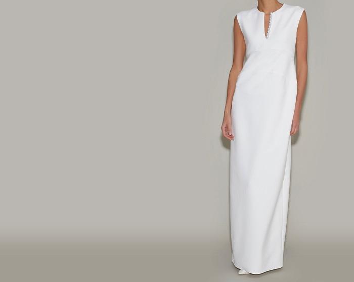 ブランドのアイコンであるパールドレスがウェディングドレスで登場。ドレス¥98,000