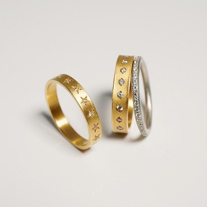 リング(左から)〈YG、ダイヤモンド〉¥140,000~、〈YG、ダイヤモンド〉¥150,000~、〈Pt、ダイヤモンド〉¥238,000~