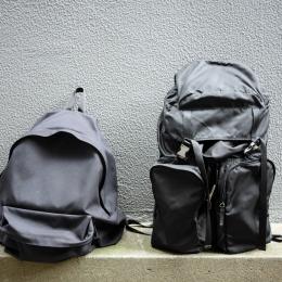 コム デ ギャルソン、プラダのバックパックと「ポケモンGO」