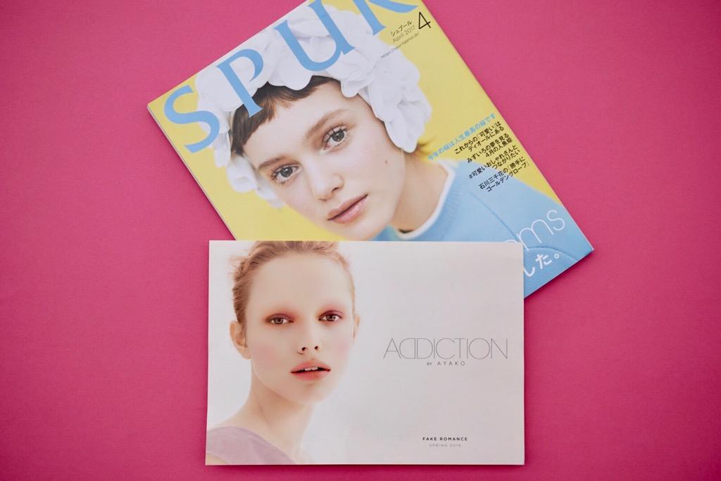 キャンペーンのモデルはシモーナ・クスト。「パリコレを歩くピンクの髪の彼女にくぎ付けになり、起用しました。撮影時はまだ16歳のほやほやで」。メイクアップをするうち、ボッティチェルリのヴィーナスを彷彿させるような肌感にも夢中になったという。「ADDCITIONにとってのヴィーナスです」。奇しくも2017年のSPUR4月号の飾ったのも、同じシモーナ!