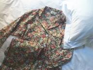 小花柄のパジャマで寝間着考
