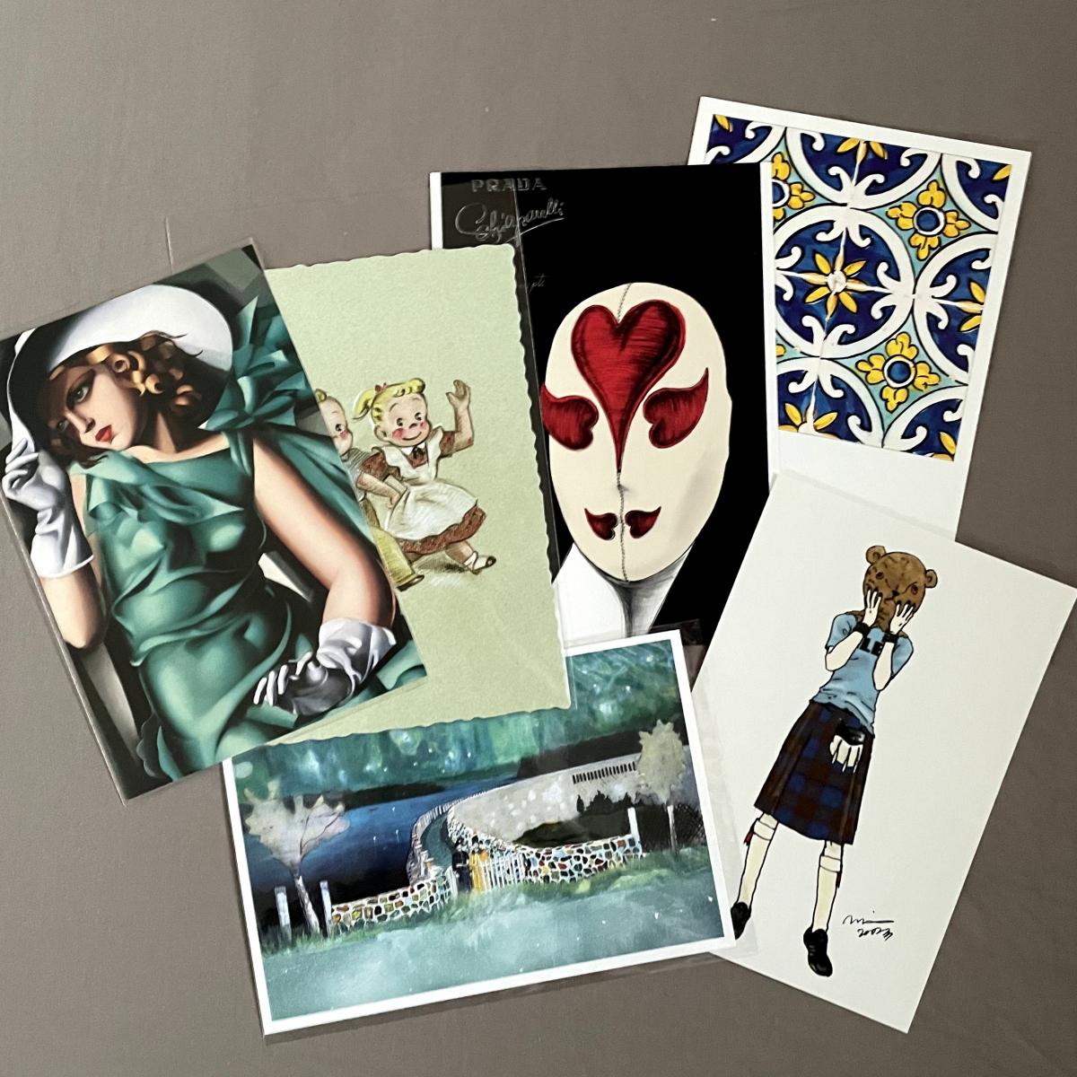 友人にはピーター・ドイク展で購入したポストカードを送りました(写真下)。
