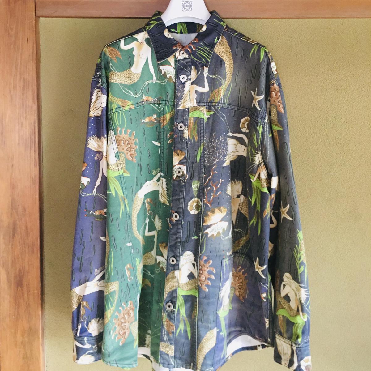 夏休みを彩る衣装は、ロエベのパウラズイビザコレクションより。