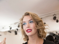 ヴァネッサ シワードは鮮やかなアイメイクが魅力的