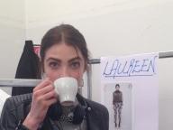 珈琲を飲んでひとやすみするロリーン@Blugirl