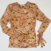 今だけしか買えない「着るアート」。トーガ × トモオ ゴキタのグローブ付きトップス