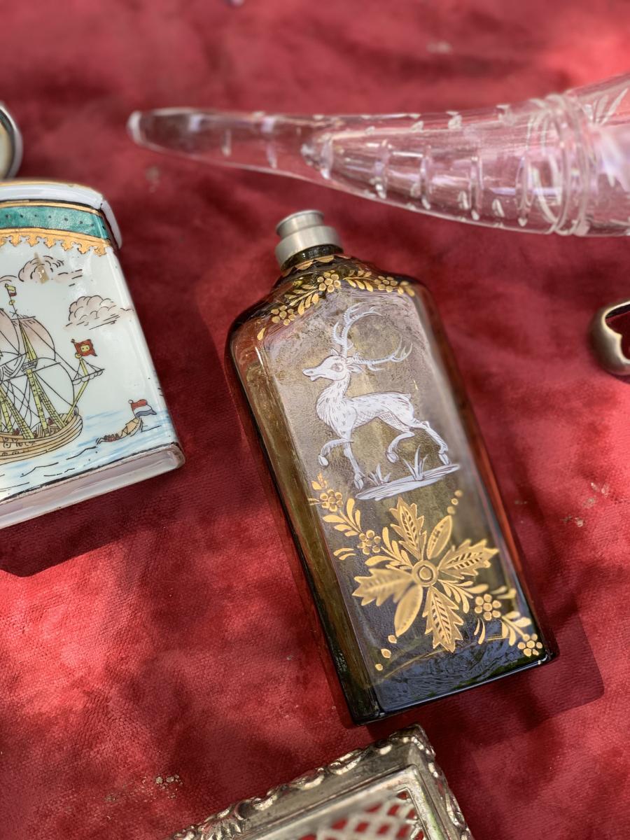 愛らしいバンビモチーフの小瓶