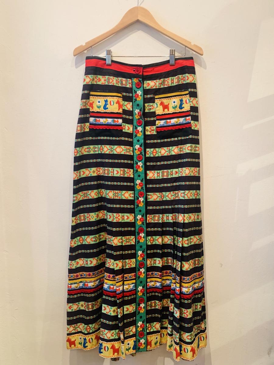 リボンテープのロングスカート¥49,000