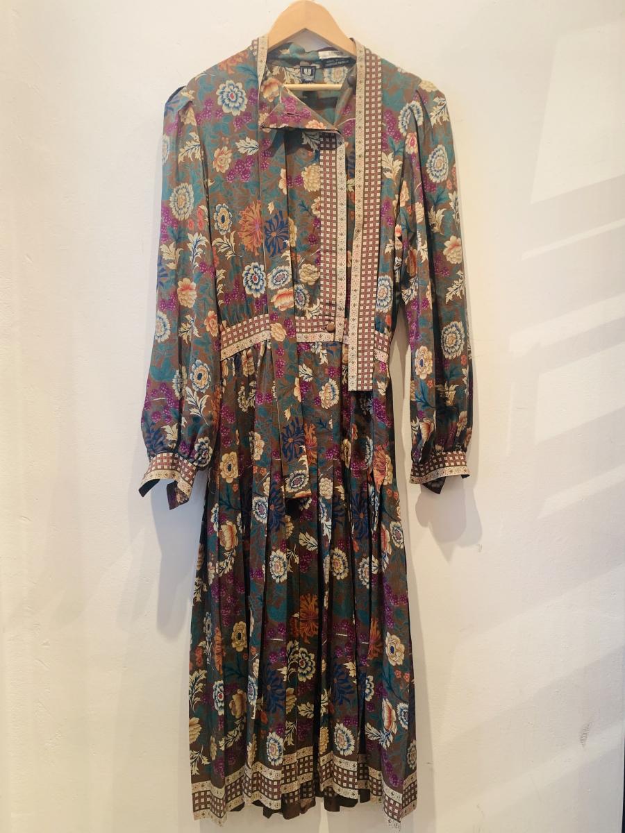 クラシカルな花柄のドレス¥58,000