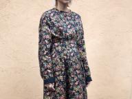 秋色のレトロな小花柄ドレス <10月27日、編集H>