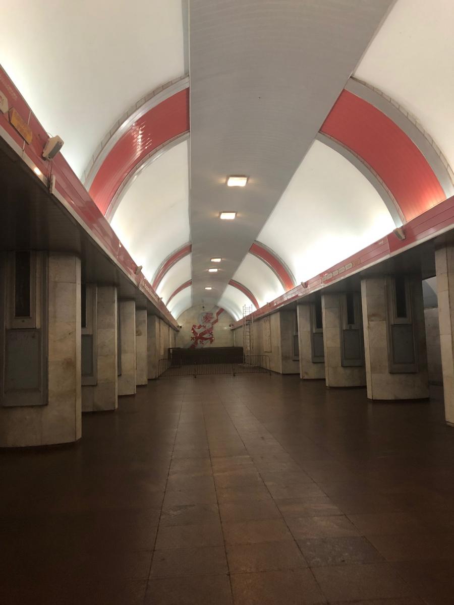 地下鉄の駅もなんだかかっこいい。