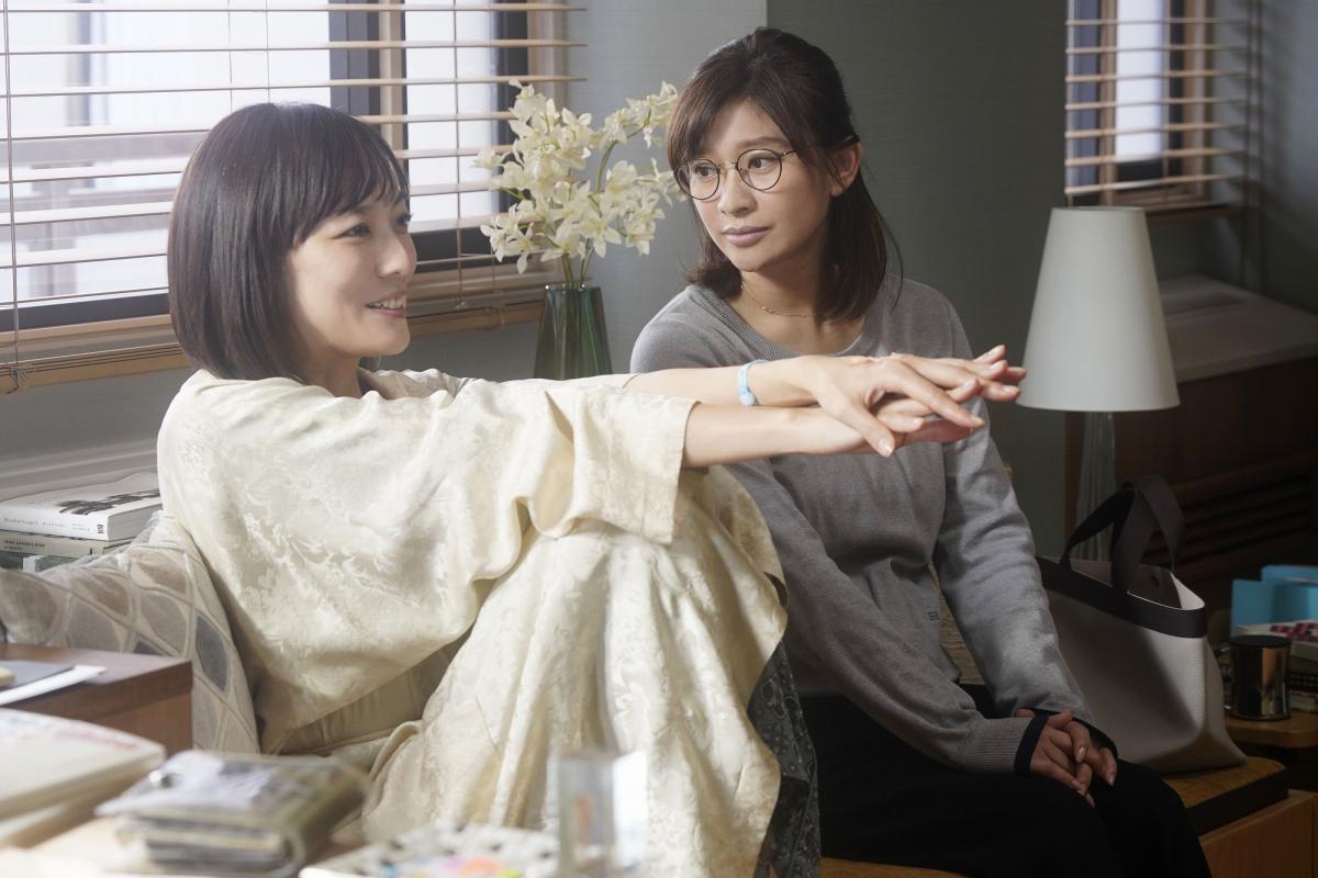 日々の家事や子育てに追われる主婦の主人公を篠原涼子、がんに冒され余命わずかの友人を板谷由夏が演じます。